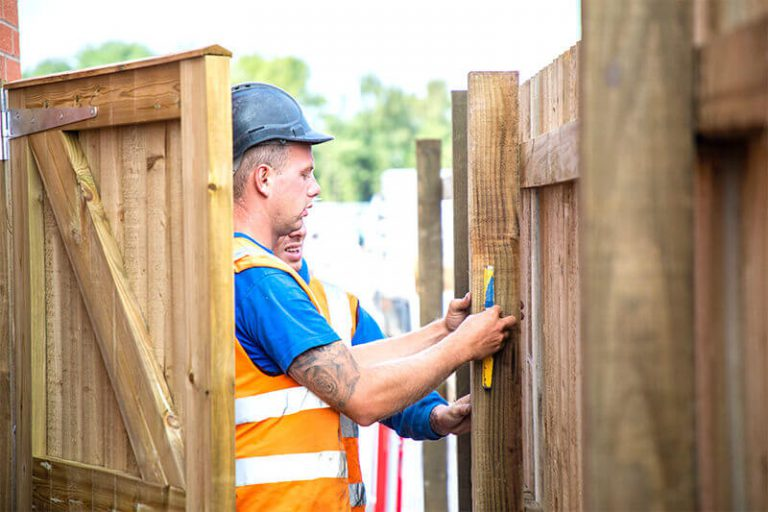 Fencing Contractors in Leicester